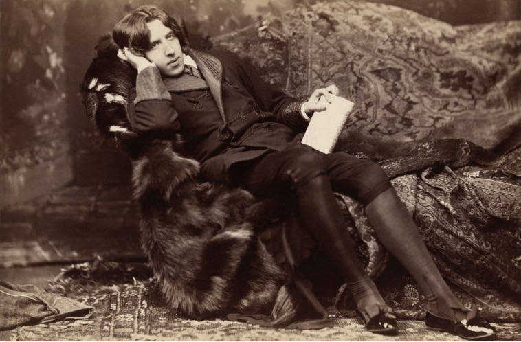 Oscar Wilde photographed by Napoleon Sarony